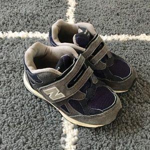 Boys NEW BALANCE Velcro Sneakers